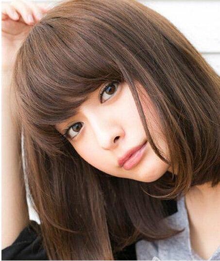 圆脸适合的短发发型四:齐刘海内扣波波头短发