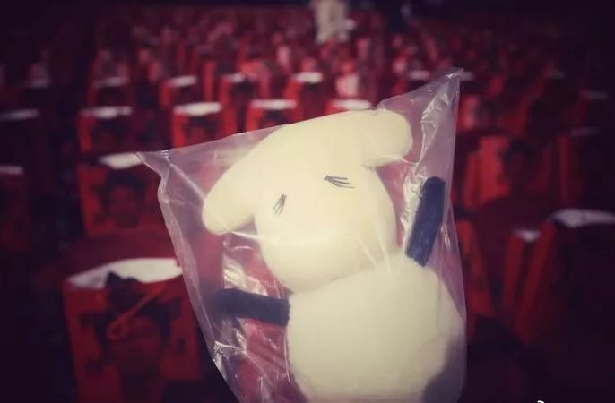 知道这只小玩偶的粉丝都了解,这样像小羊一样可爱又呆萌的玩偶,是人家