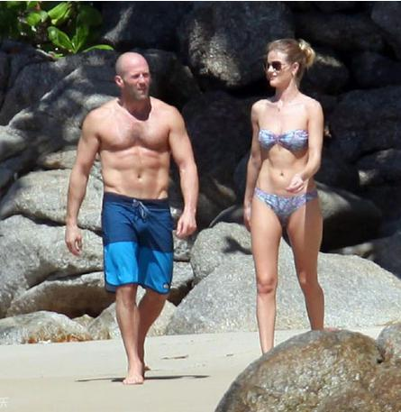 2010年4月,杰森·斯坦森与美国模特罗茜·汉丁顿·惠特莉开始确立关系