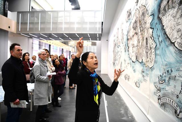 67岁奶奶成当代艺术讲解员