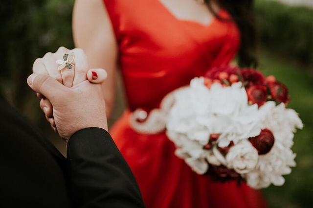 别哭了,这婚不结了,我成全你的有情有义