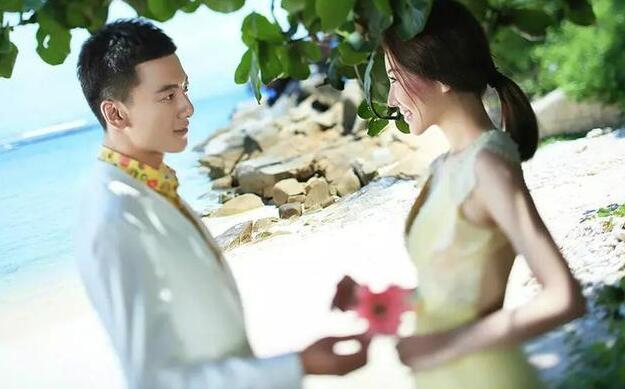 前夫婚礼邀请我参加,看到我身边的男人,他差点气疯