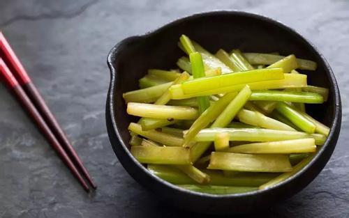 夏天要想养生,就要多吃芹菜