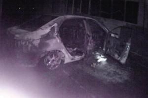 不满丈夫泡KTV,她一把火烧了自家车