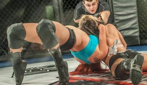 来互相伤害,实拍美国内衣摔角赛,场面令人咋舌!