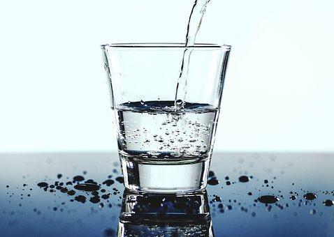 """水是""""百药之王""""!夏季喝水有啥讲究?"""