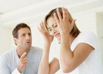 女子与丈夫吵架后痛饮半斤白酒欲撞动车