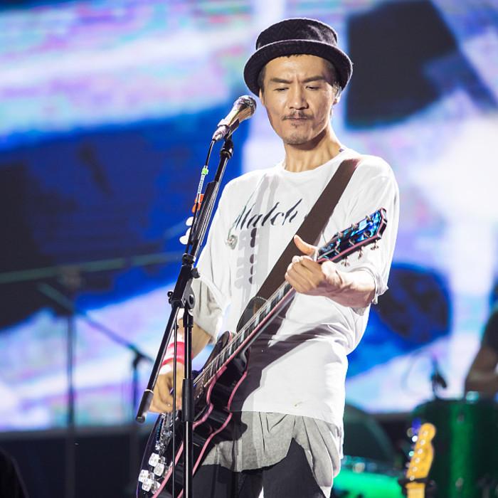 南京群星演唱会朴树压轴出场 引万人大合唱