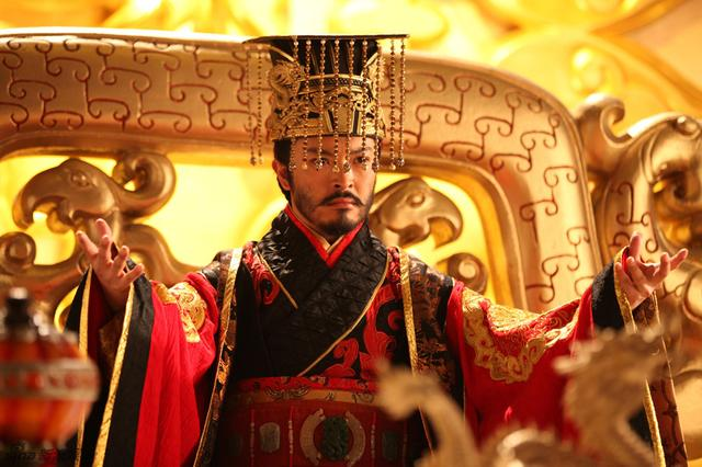 两位独宠皇后的皇帝,一个娶了强悍的贤内助,一个生活非常玛丽苏