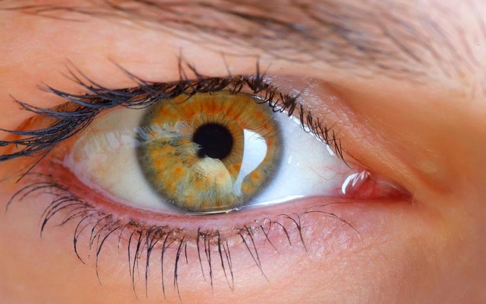 男子眼睛变金黄色,查后发现患乙肝,竟跟这件年轻人爱做的事有关
