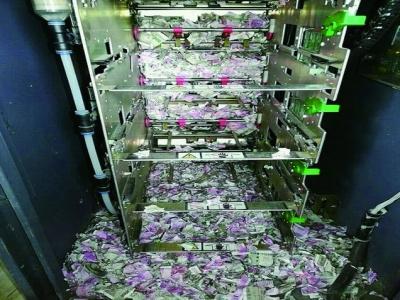 老鼠爬进提款机,咬碎11万纸钞