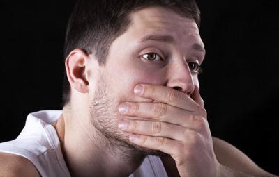 每天刷牙还有口臭是怎么了?医生:很可能是这几种症状