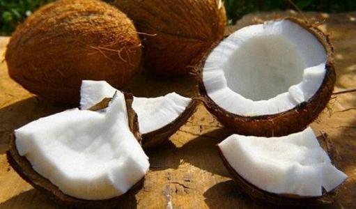每天喝碗椰子水生津解暑、利尿消肿,效果特别好
