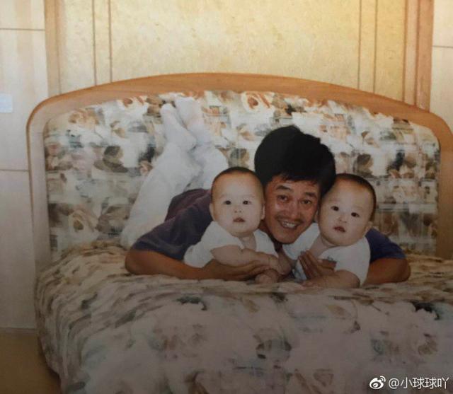 赵本山女儿晒20年前旧照,网友:多年一点没变样