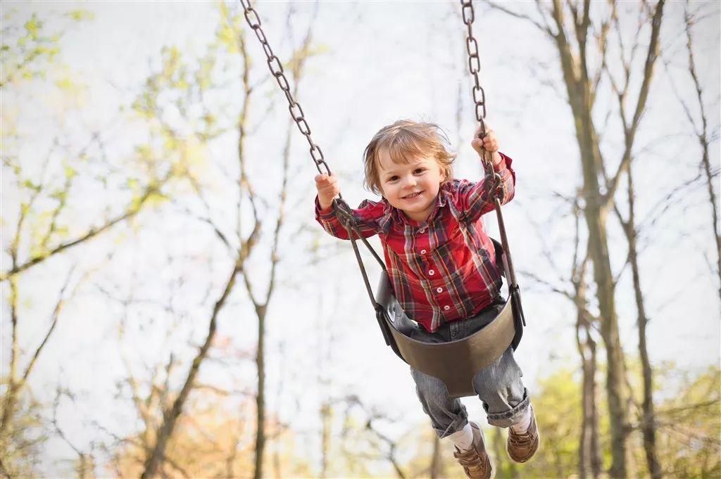 怀念童年的荡秋千,不妨在家中装个小清新吊椅吧