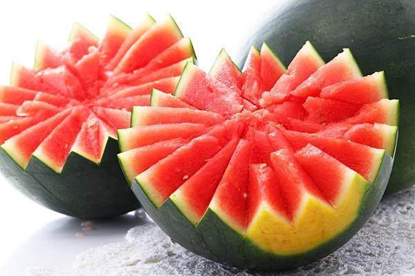 夏季吃西瓜利尿去暑最管用,但3类人可别嘴馋