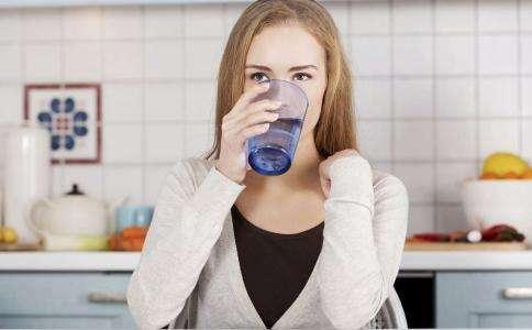 饭后不能马上喝水?关于饭后的这几个谣言