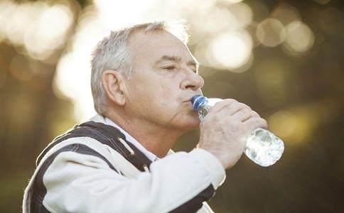 每天到底喝几杯水合适?关于喝水的这几个常见问题