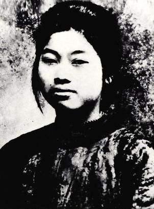 25岁的巾帼女英雄,被捕时宁死不出卖组织,被敌人开膛破肚